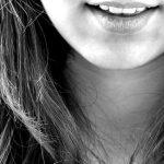 การมีอัธยาศัยดี ยิ้มแย้มแจ่มใส